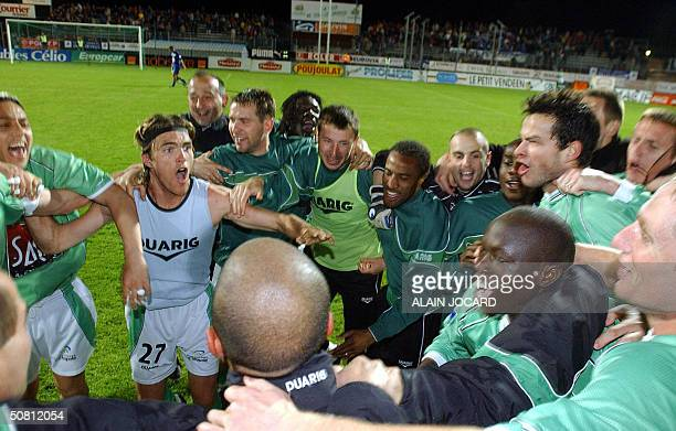 Saint Etienne's players celebrate after winning their French second League football match against Niort 07 May 2004 at stade Rene Gaillard in Niort...