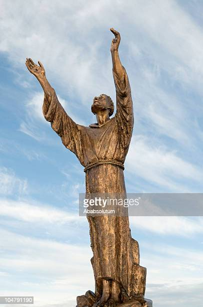 saint francis of assisi praying - st. francis of assisi stock photos and pictures