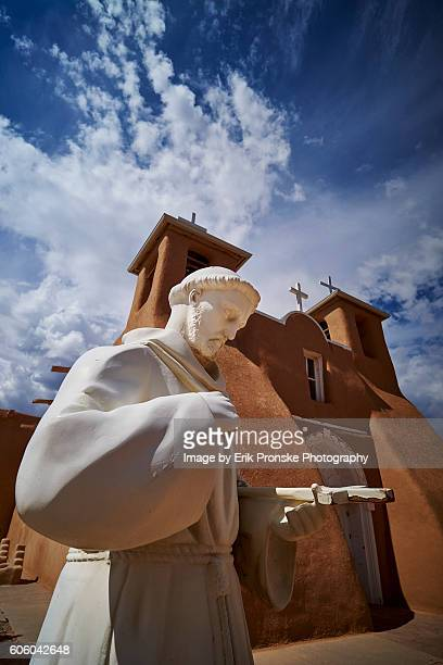 saint francis of assisi statue - st. francis of assisi stock photos and pictures