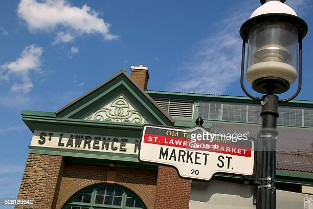 saint lawrence market street sign - distrito histórico fotografías e imágenes de stock