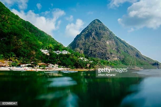 saint lucia travel - paisajes de santa lucia fotografías e imágenes de stock