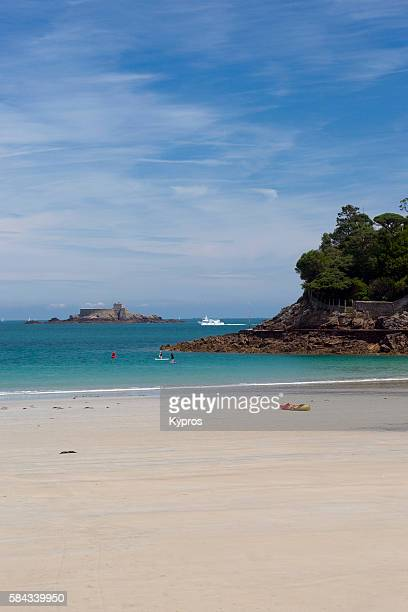 saint malo, le petit be island, with fort du petit be (left) - dinard stock pictures, royalty-free photos & images