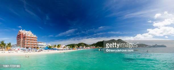 saint martin sint maarten beaches panoramic - sint maarten caraïbisch eiland stockfoto's en -beelden