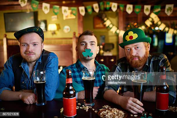 saint patrick's day party - irish culture stock pictures, royalty-free photos & images