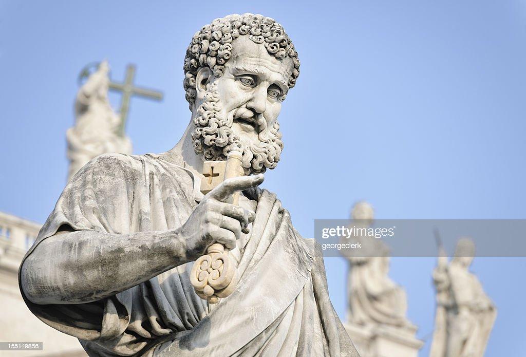 Saint Peter hält einen Schlüssel : Stock-Foto