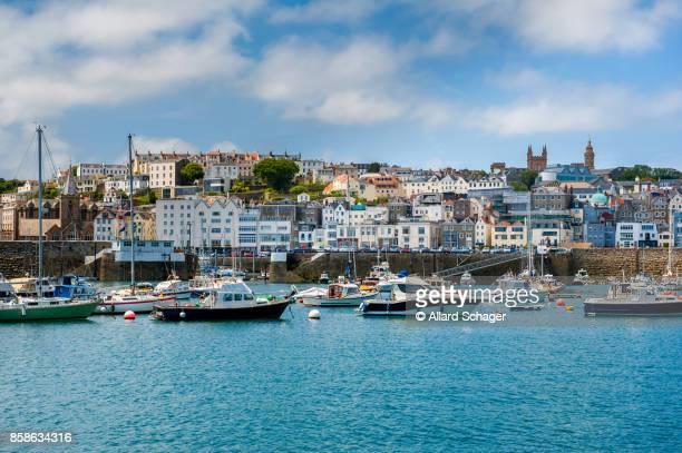 saint peter port guernsey - isola di guernsey foto e immagini stock