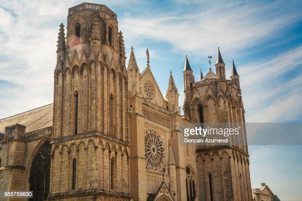 saint pierre cathedral at poitiers - ポワティエ ストックフォトと画像