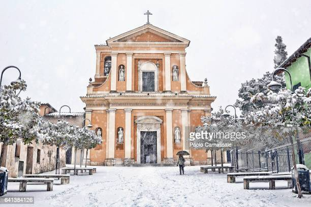 saint valentine church, patron of lovers, in terni under snowfall - saint valentin stock pictures, royalty-free photos & images