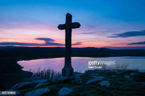 saint-andeol lake on el camino de santiago - cammino di santiago di compostella foto e immagini stock