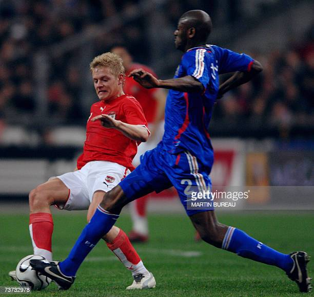 Austrian defender Andreas Ibertsberger vies with French midfielder Abou Diaby during the friendly football match France vs Austria 28 March 2007 at...