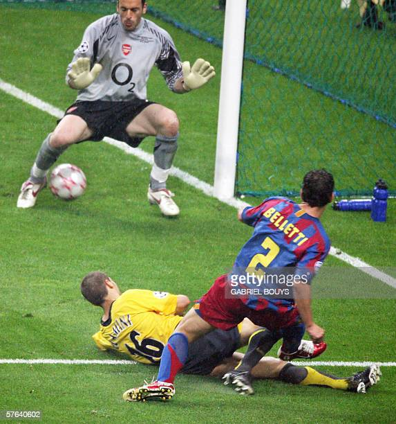 Barcelona's Brazilian defender Juliano Belletti scores during the UEFA Champion's League final football match Barcelona vs Arsenal 17 May 2006 at the...