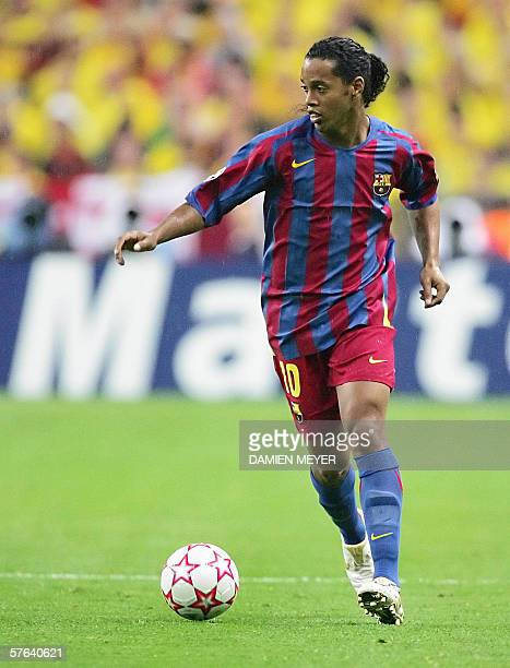 Barcelona's Brazilian forward Ronaldinho plays the ball during the UEFA Champion's League final football match Barcelona vs Arsenal 17 May 2006 at...