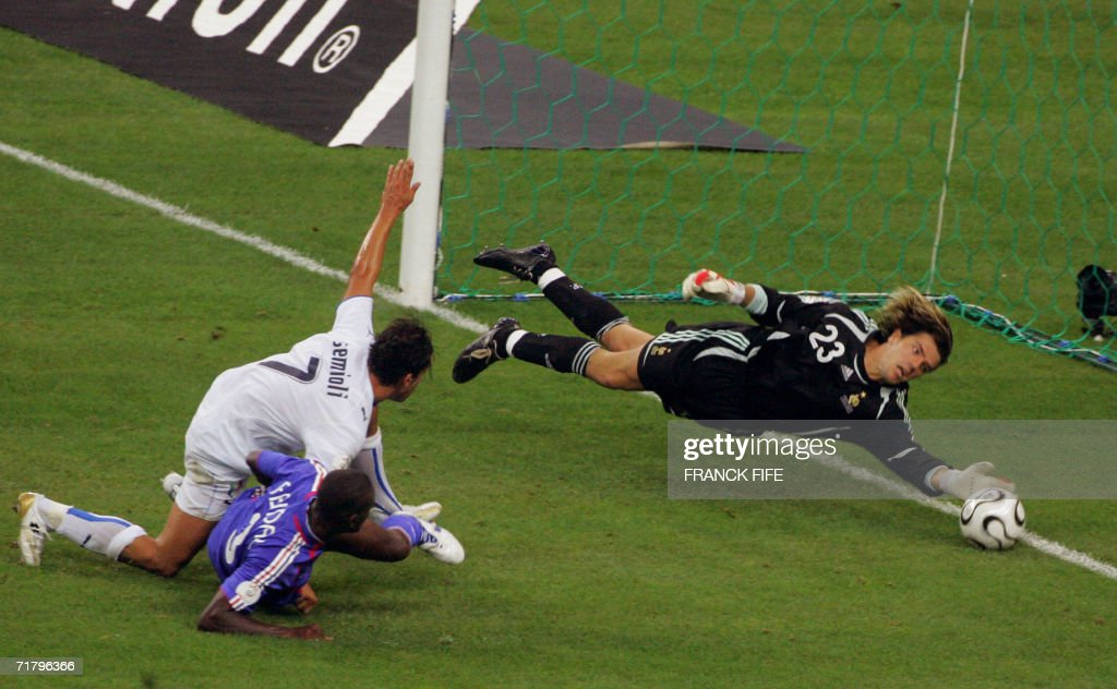 French goalkeeper Gregory Coupet (R) catches the ball in front of - Italian midfielder Franco Semioli during their 2008 UEFA European Cup Group B qualifying match, 06 September 2006 at the Stade de France in Saint-Denis, north Paris.
