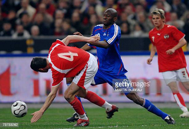 French midfielder Abou Diaby vies with Austrian defender Martin Hiden during the friendly football match France vs Austria 28 March 2007 at the Stade...