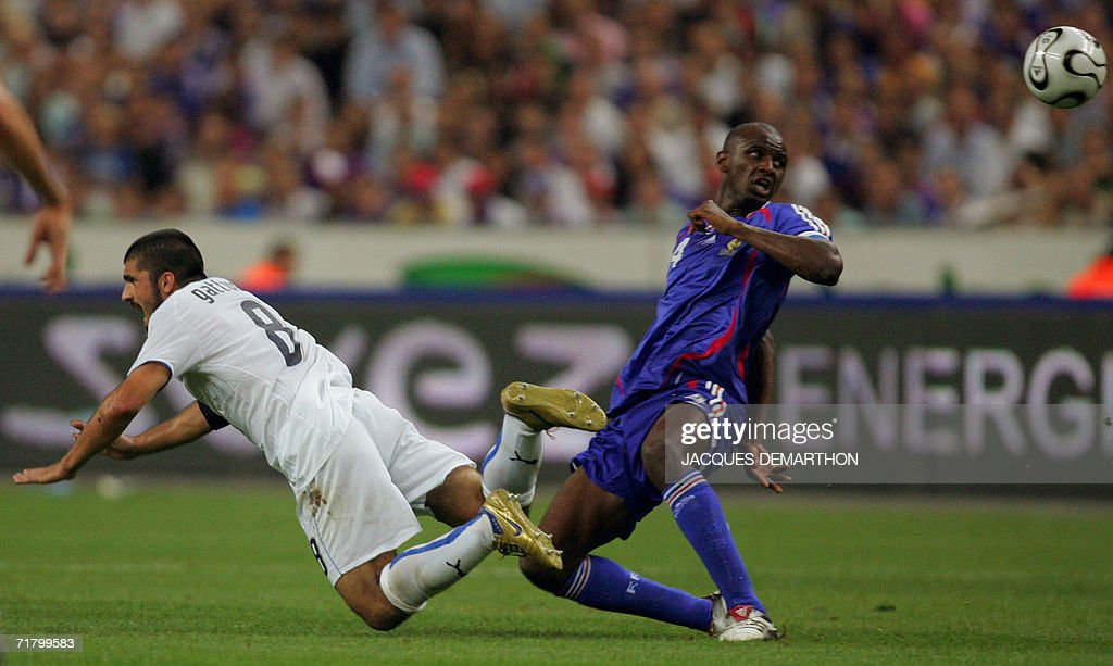 French midfielder Patrick Vieira (R) eyes the ball next to midfielder Gennaro Ivan Gattuso during the 2008 UEFA European Cup Group B qualifying match France vs Italy, 06 September 2006 at the Stade de France in Saint-Denis, north Paris. France won 3-1.