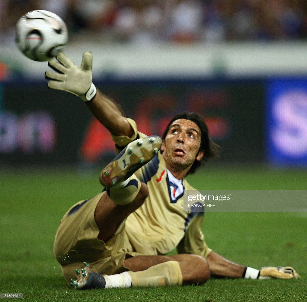 Italian goalkeeper Gianluigi Buffon eyes the goal of French forward Thierry Henry during their 2008 UEFA European Cup Group B qualifying match 06 September 2006 at the Stade de France in Saint-Denis, north of Paris. France leads 2-1 at half-time. AFP PHOTO/Franck FIFE