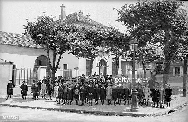 SaintDenis pupils in front of the municipal school by 1900 CAP 215 LMBO