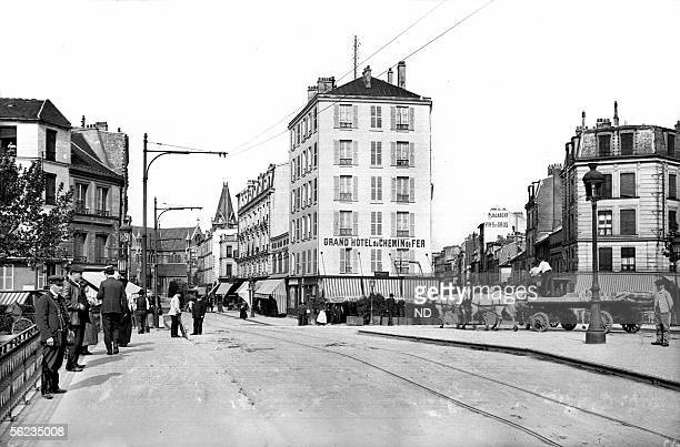 SaintDenis The bridge on the canal and the rue AugusteDelaune 19051910
