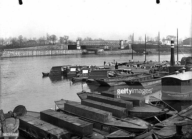 SaintDenis The Seine and the footbridge of the Briche 19051910 LL93