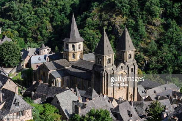 sainte-foy de conques abbey church, conques, aveyron, france - aveyron stock pictures, royalty-free photos & images