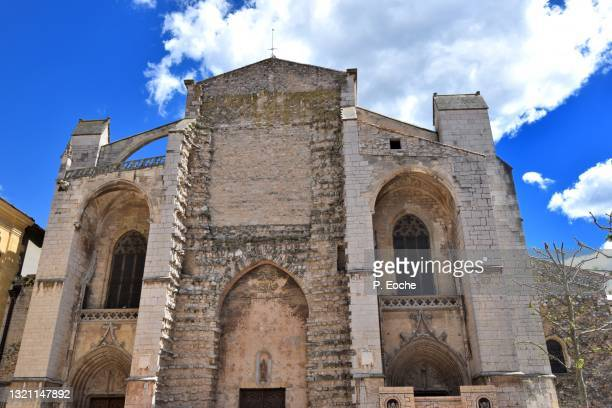 sainte-marie-madeleine basilica of saint-maximin-la-sainte-baume - saint maximin la sainte baume stock pictures, royalty-free photos & images