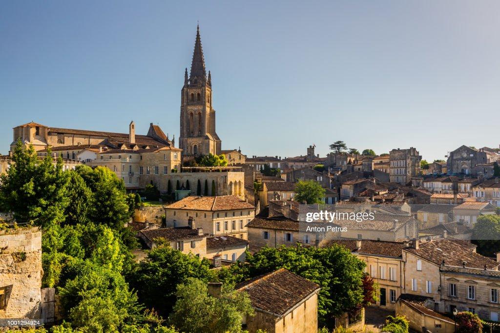 Saint-Emilion Monolithic Church and old town. Bordeaux, France : Stock-Foto