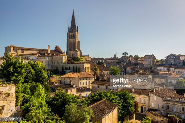 saint-emilion monolithic church and old town. bordeaux, france - france stock-fotos und bilder