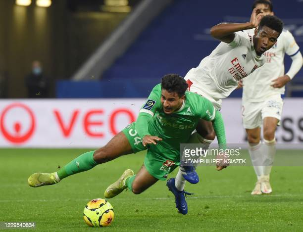 SaintEtienne's French midfielder Aimen Moueffek fights for the ball withLyon's Brazilian midfielder Thiago Mendes during the French L1 football match...
