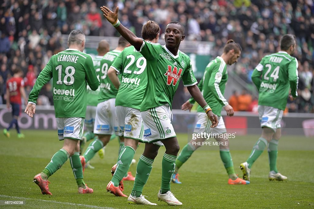 Saint-Etienne's Ivorian forward Max-Alain Gradel (C) celebrates after scoring a goal during the French L1 football match Saint-Etienne (ASSE) vs Lille (LOSC) on March 22, 2015 at the Geoffroy-Guichard stadium in Saint-Etienne.