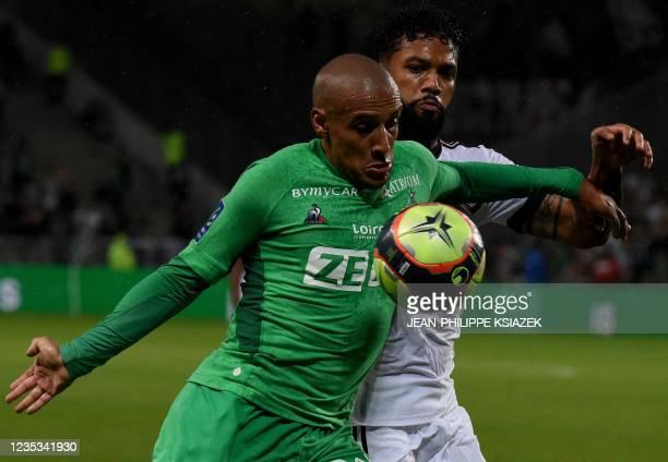 Saint-Etienne's Tunisian forward Wahbi Khazri fights for the ball with Bordeaux's Brazilian midfielder Otavio Santos during the French L1 football...