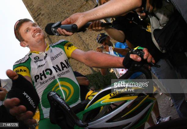 Saint-Jean-de-Maurienne, FRANCE: USA's Floyd Landis answers journalists' questions before the 200.5 km seventeenth stage of the 93rd Tour de France...
