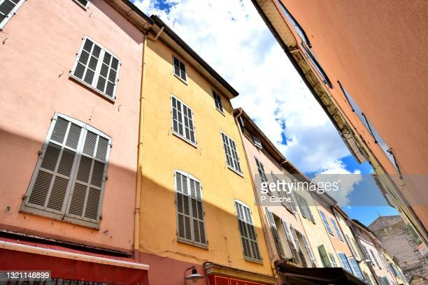 saint-maximin-la-sainte-baume, colorful facade, denfert rochereau street - saint maximin la sainte baume stock pictures, royalty-free photos & images