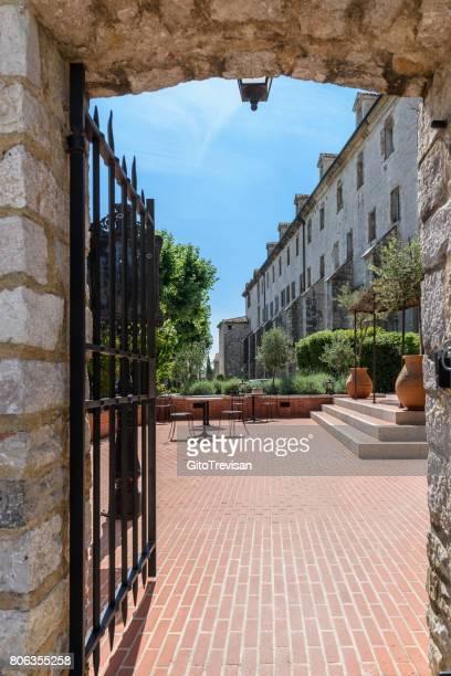 Saint-Maximin-La-sainte-Baume, Royal monastery