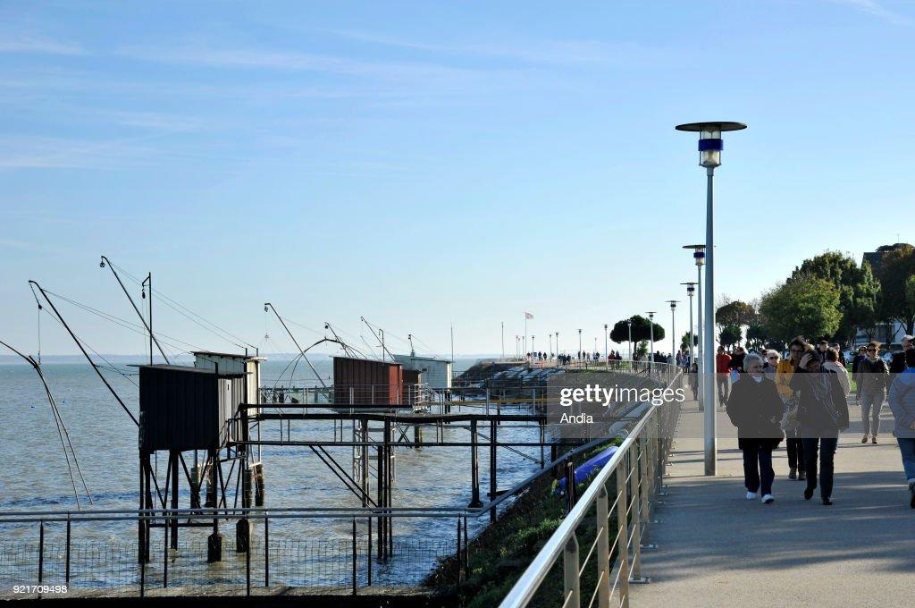 Saint-Nazaire, walk along the waterfront. : News Photo