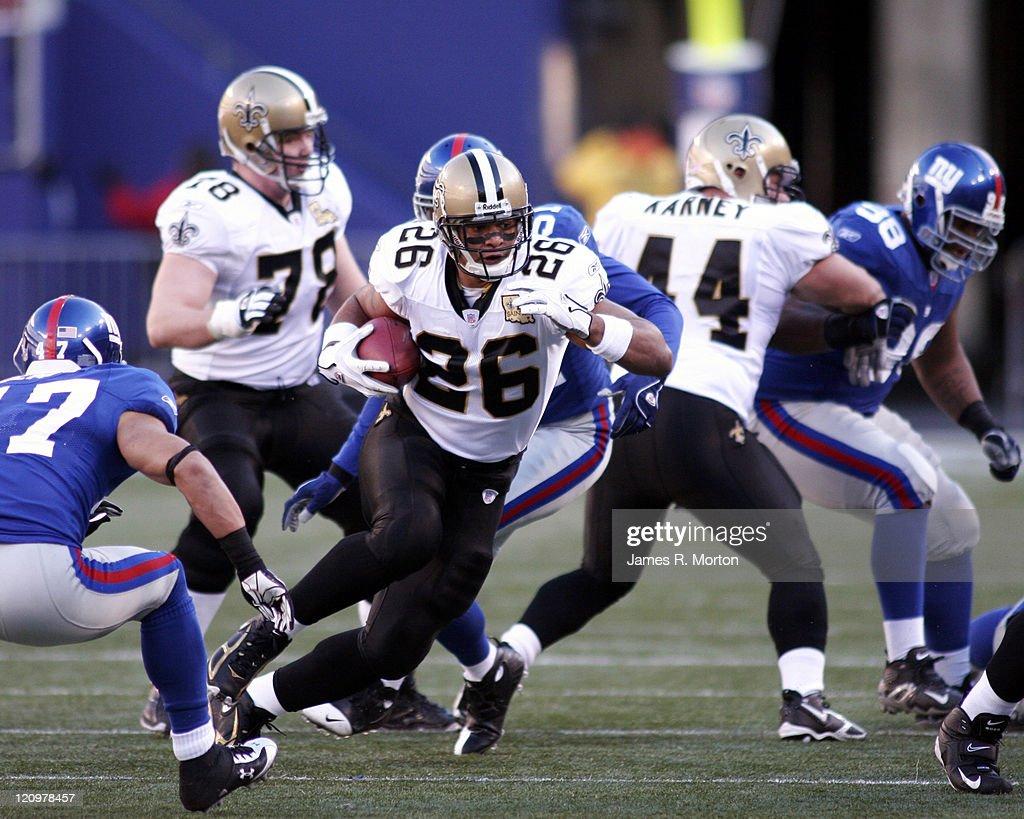 New Orleans Saints vs New York Giants - December 24, 2006 : News Photo
