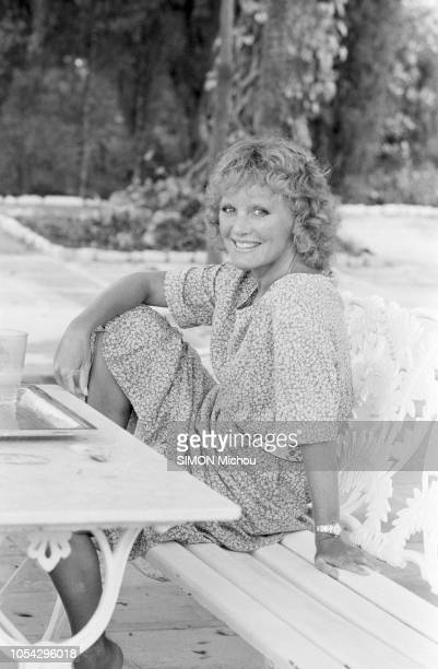 """Saint-Tropez, France, 31 juillet 1978 --- Rendez-vous avec la chanteuse Petula CLARK, son mari Claude Wolff et leurs enfants dans leur villa """"Au..."""