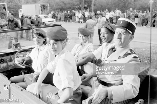 SaintTropez France avril 1982 Louis DE FUNES en tenue de gendarme sur le tournage du film Le gendarme et les gendarmettes de Jean Girault Ici à bord...