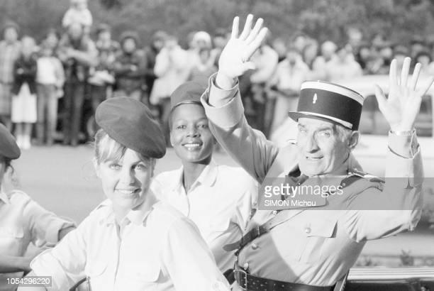 SaintTropez France avril 1982 Louis DE FUNES en tenue de gendarme sur le tournage du film Le gendarme et les gendarmettes de Jean Girault Ici levant...