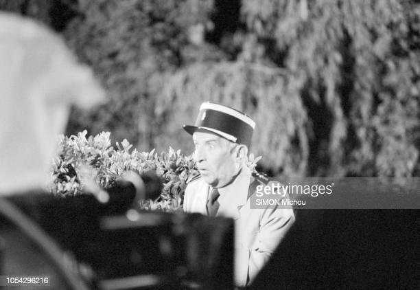 SaintTropez France avrilmai 1982 Mimique d'étonnement de Louis DE FUNES sur le tournage du film Le gendarme et les gendarmettes de Jean Girault