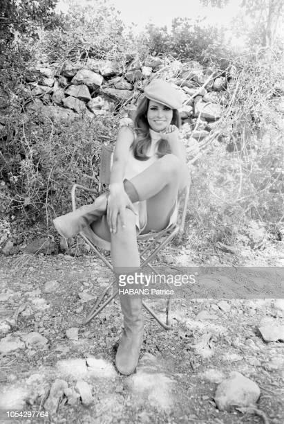SaintTropez France juillet 1966 Rendezvous avec l'actrice américaine Raquel WELCH en tournage à SaintTropez pour le film 'La bande à César' de Ken...