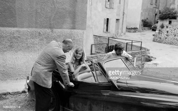 SaintTropez France juin 1956 Françoise SAGAN a fêté ses 21 ans à SaintTropez où elle a rencontré le cinéaste américain Otto Preminger qui va réaliser...