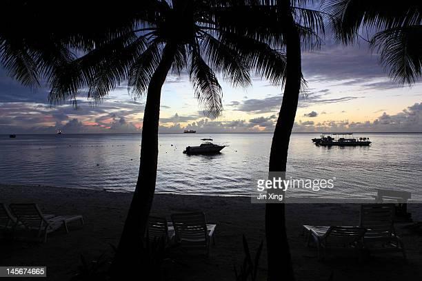 saipan beach at sunset - 北マリアナ諸島 ストックフォトと画像