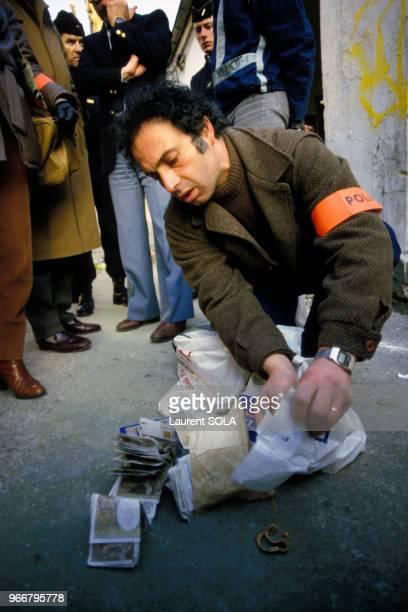 Saisie de drogues et d'argent le 14 février 1984 dans l'îlot Chalon près de la gare de Lyon à Paris, France.