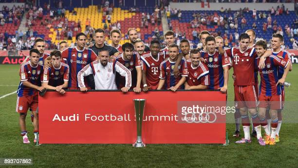 FUSSBALL Saisonvorbereitung 2014/2015 Audi Football Summit in New Jersey FC Bayern Muenchen Chivas Guadalajara Sieger FC Bayern Muenchen Juan Bernat...