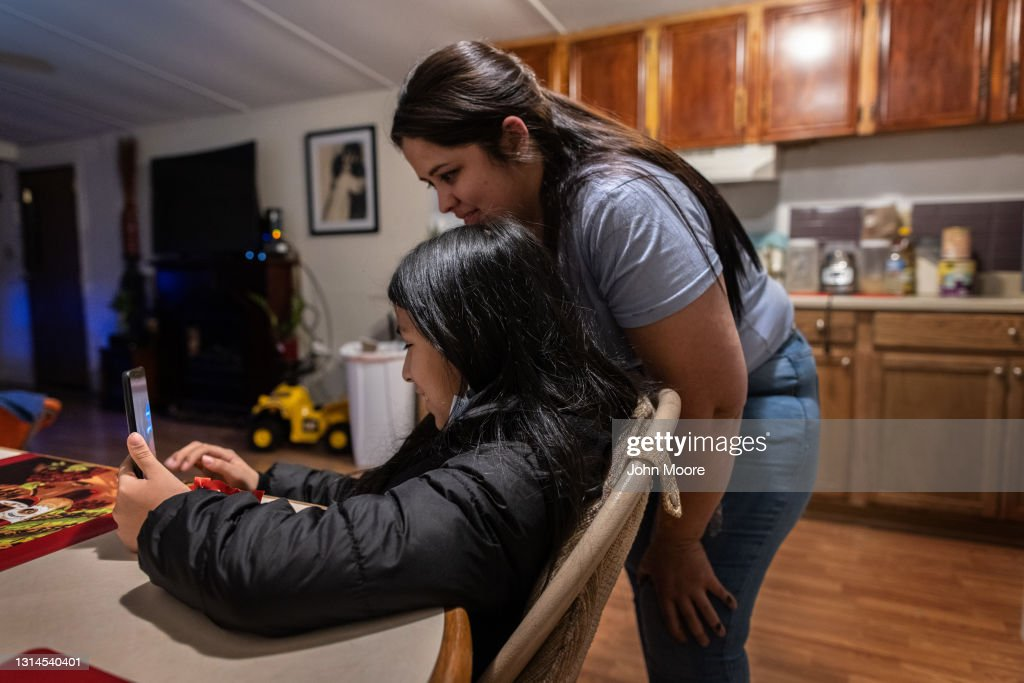 Unaccompanied Minor From Honduras Joins Extended Family In Indiana After 8 Weeks in US Govt Custody : News Photo