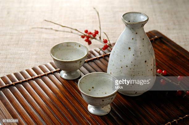Sake bottle and sake cup