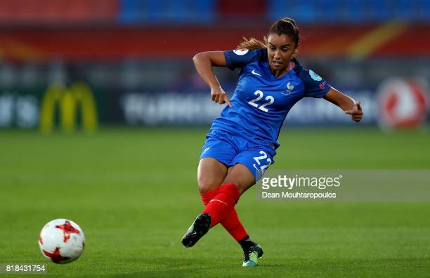 Sakina Karchaoui of France runs with the ball during the Group C match between France and Iceland during the UEFA Women's Euro 2017 at Koning Willem...