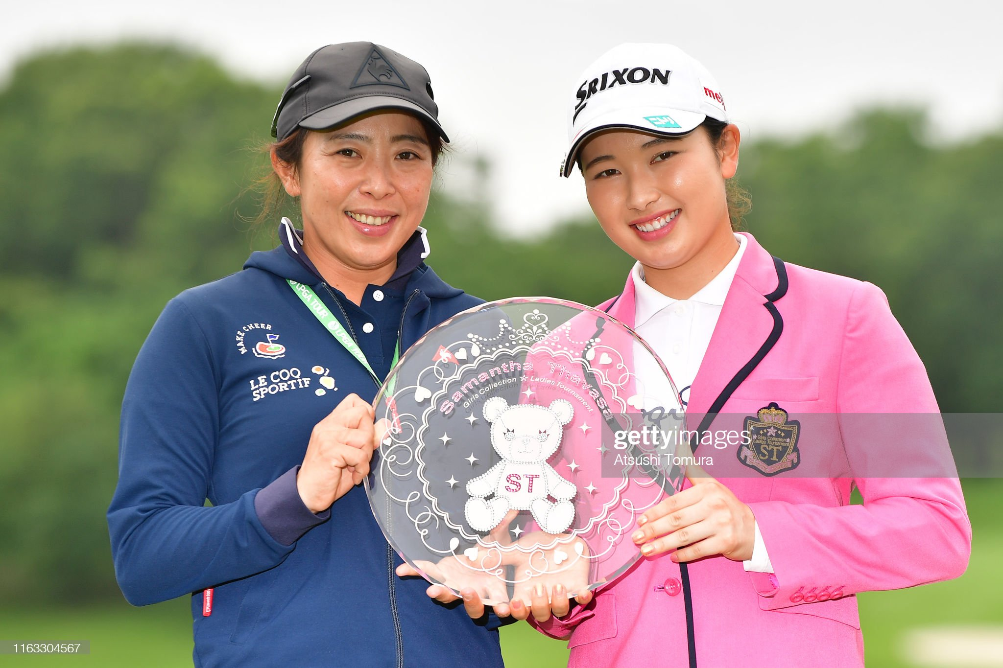 https://media.gettyimages.com/photos/sakura-koiwai-of-japan-and-her-mother-hitomi-koiwai-pose-with-the-picture-id1163304567?s=2048x2048