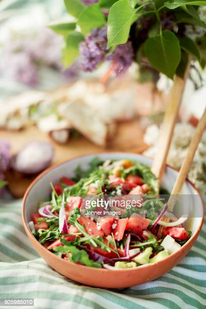salad in bowl - ensalada fotografías e imágenes de stock