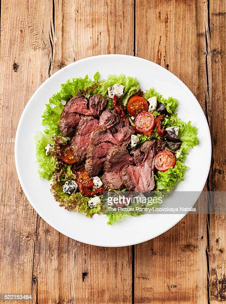 Salad leaves with sliced roast beef and sun-dried cherry tomatoe